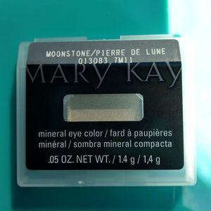 Moonstone mineral eye shadow